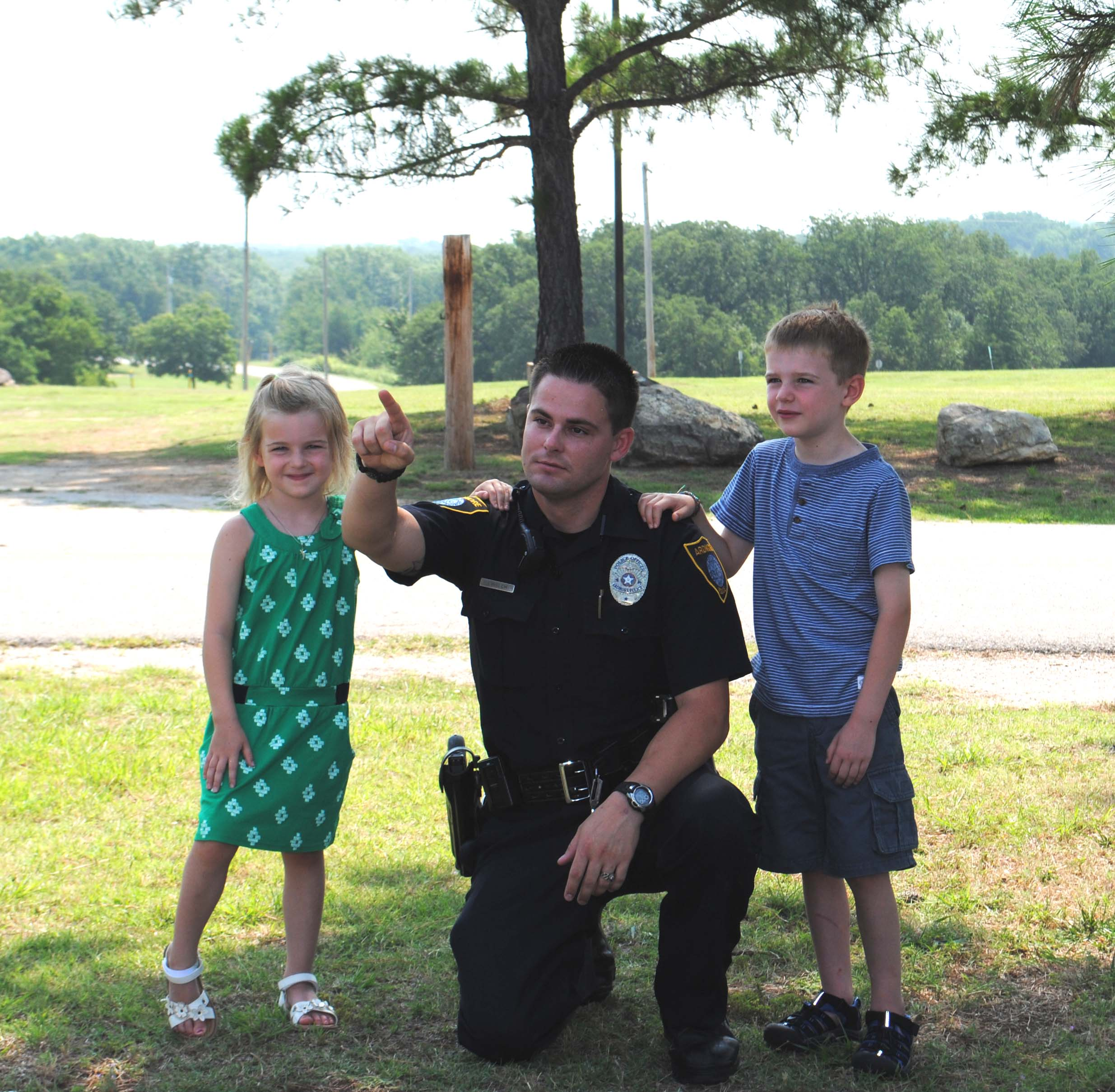 photo of officer with two children